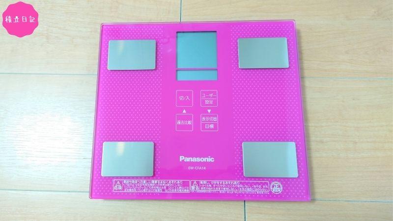 パナソニックの体重計はかわいいピンク色!